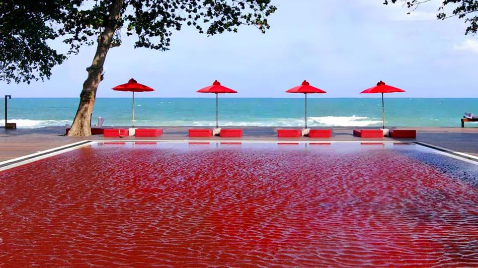 Top pool design tips glass tile mosaics artaic for Big blue piscine