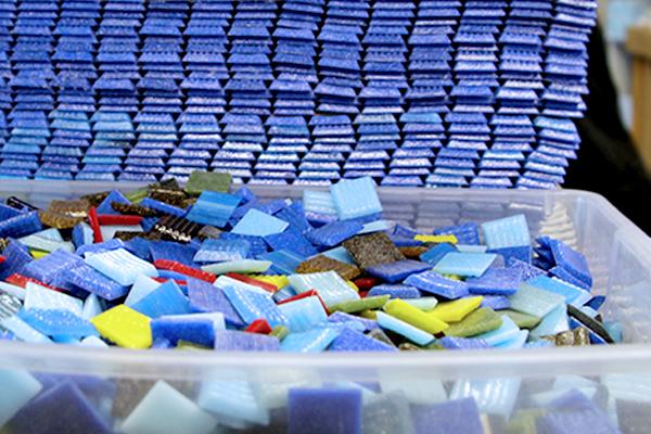 01143145 texas-state-aquarium-seascape-mosaic 3/4 vitreous glass loose tile